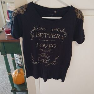 Guess embellished shoulder graphic tee sz s